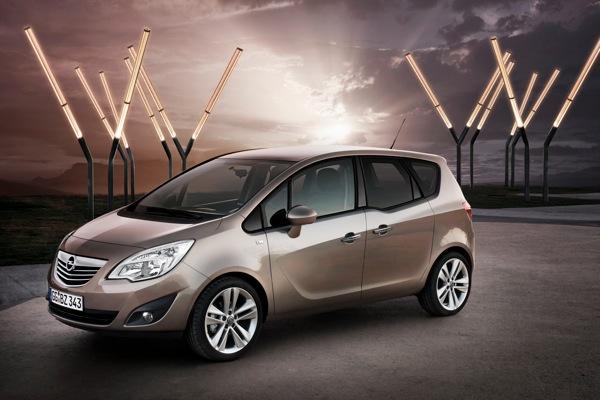 038 A263716 En Boxes: Nuevo Opel Meriva