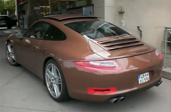Porsche 911 991 El Porsche 911 (991) se muestra en video